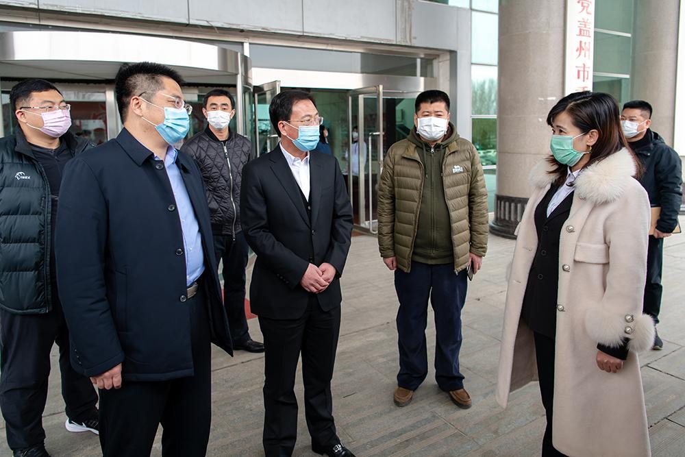 担起社会责任,齐心共战疫情 ——康辉石化向盖州市政府捐赠医用口罩
